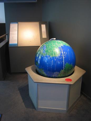800px-Sweden_Solar_System_Earth.jpg