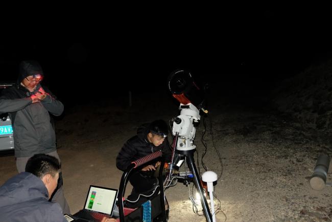 安装调试设备:厦大天文同好会的C8、紫金山天文台的QHY174GPS出镜