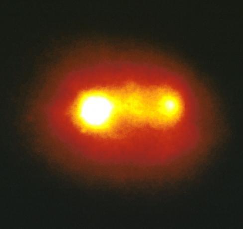 1993年1月7日发现马卡良315星系的双核心结构