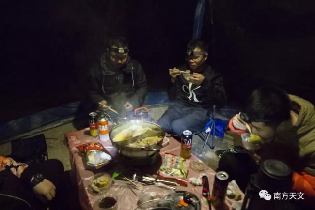 好多肉~!准备了各种菜肴,不过很多小伙伴都吃饱才上山,以至于都快被吃撑着~