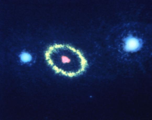1990年8月29日观测到超新星1987A周围的一圈光环