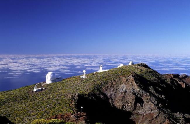 位于加纳利群岛的穆查丘斯罗克天文台,海拔2423米。