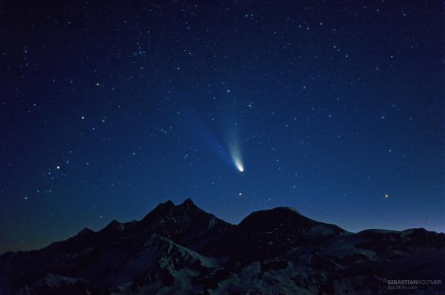 1997年4月4日,瑞士最高峰上的海尔波普彗星