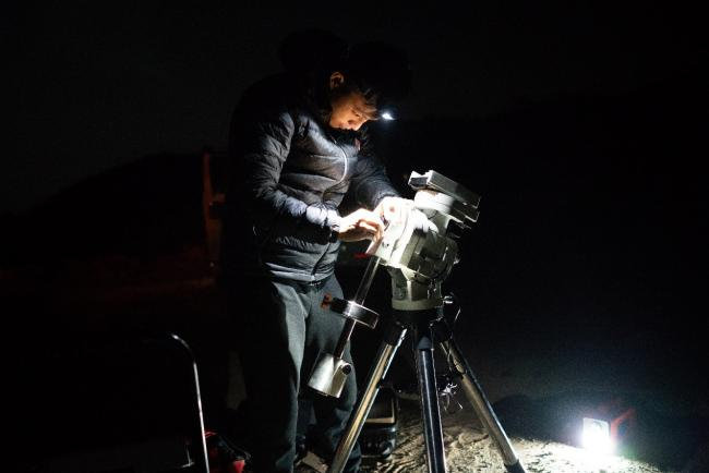 张烊老师正在安装CEM60赤道仪