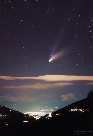 1997年3月29日,Sebastian Voltmer在瑞典罗纳河谷拍摄到的海尔波普彗星