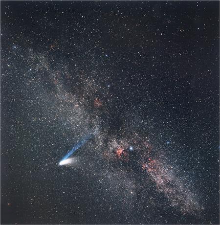 3月10日,Eckhard Slawik拍摄的海尔波普彗星和银河的合影