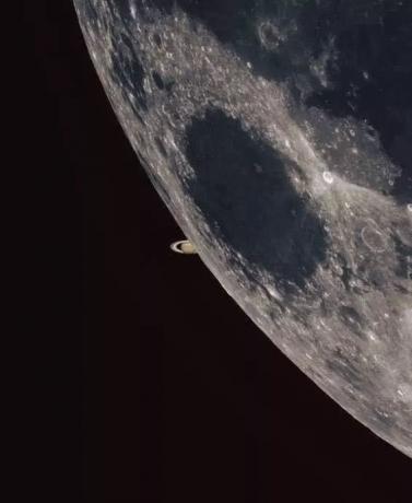 这是月掩土星