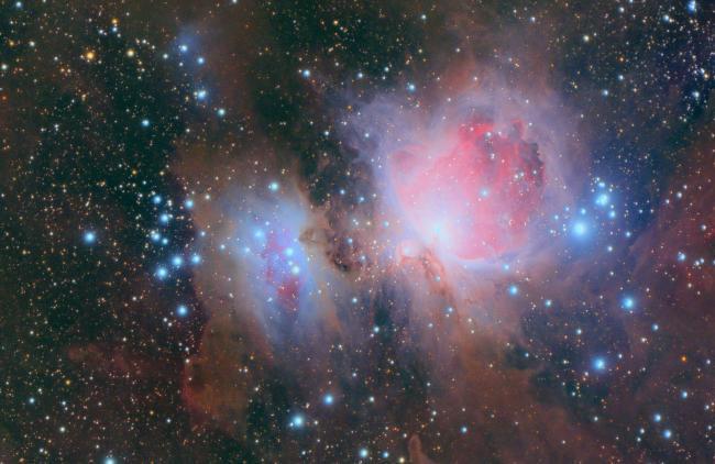 M42 & M43,红色的发射星云和蓝色的反射星云很漂亮。