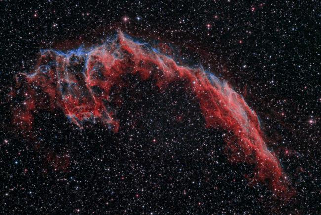 使用Asi294相机和宇隆L-eNhance双窄带滤镜拍摄的NGC 6992面纱星云局部,拍摄者@阿锋