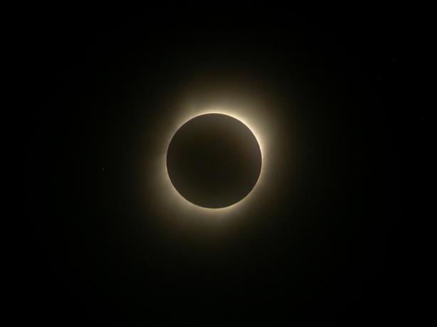 日全食阶段拍摄到的日冕日全食阶段拍摄到的日冕