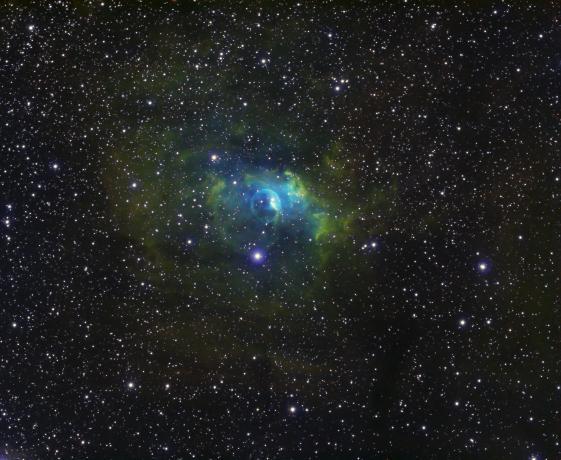 NGC 7635 气泡星云,使用Antlia SHO窄带滤镜,哈勃色合成,累计曝光12小时。@雅痞张拍摄